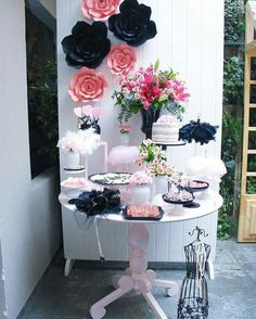 decoración mesa en rosa y negro