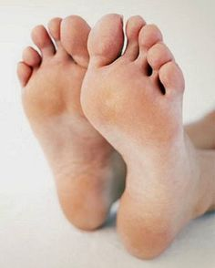 Foot Odor Stinkfoot Battle Powder, Stinky Feet – Care – Skin care , beauty ideas and skin care tips Foot Pics, Foot Pictures, Body Reference, Anatomy Reference, Foot Anatomy, Toenail Fungus Remedies, Foot Odor, Foot Photo, Cold Feet
