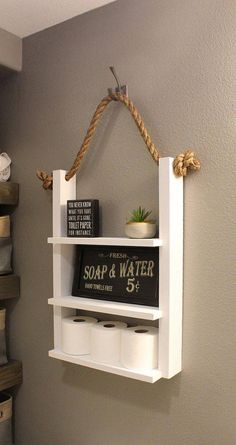 White Bathroom Farmhouse Ladder Shelf, Modern Farmhouse Storage with Rope, Over Toilet Wood Shelves, Apartment Decor, Storage Caddy Weiß Badezimmer Bauernhaus Leiter Regal Modernes Bauernhaus Bathroom Ladder Shelf, Bathroom Shelves Over Toilet, Bathroom Caddy, Bathroom Ideas, White Bathroom Shelves, Ladder Shelf Diy, Rope Ladder, Rustic Ladder, Budget Bathroom
