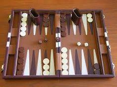 På grund av det faktum att backgammon spelas med en tärning många människor tänker på det som ett spel spel. Backgammon är ett spel av odds och mönster och kräver beräkning och strategi . Varje gång en spelare slår tärningarna han har att välja mellan flera alternativ för att flytta sina pjäser och förutse motståndarens möjliga motverka drag. #casinospela #spelacasino
