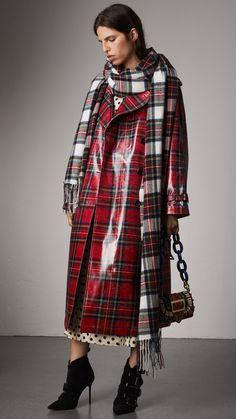 Trench coat in lana laminata con motivo tartan (Rosso Acceso) - Donna | Burberry