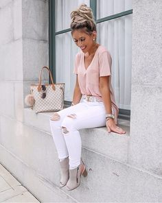 Calça branca e tshirt - Best Picture For outfits basicos For Your Taste You are looking for something, and it is going to - Casual Work Outfits, Mode Outfits, Classy Outfits, Stylish Outfits, Fashion Outfits, Stylish Boots, Work Casual, Casual Fall, White Pants Outfit