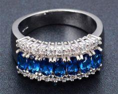 Luxusný prsteň zo zliatiny bieleho zlata so zafírmi Blue Sapphire, Sapphire Diamond, Great Christmas Presents, White Diamond Ring, Fire And Ice, Size 10 Rings, Jewelry Rings, Wedding Rings, Engagement Rings