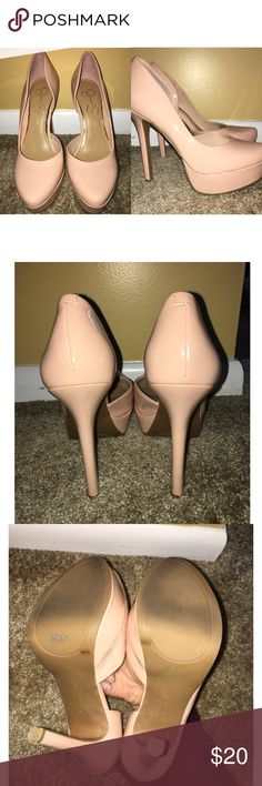💕 Pink Nude Platform Pumps 💕 Beautiful pinkish-nude platform pumps. Gently used, with barely noticable signs of wear on the left side lf the right shoe and ln the heels. In all, shoes are in good condition! These shoes are from Jessica Simpson 💗 Jessica Simpson Shoes Heels