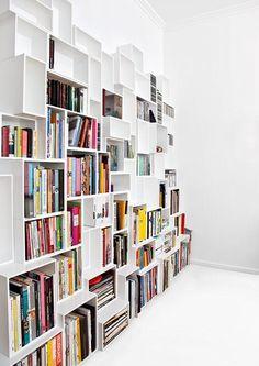 """Passgenau: Regal aus """"Cubit""""-Kästen #wohnenmitbüchern #paperlover #regal #bücher #bücherregal #book-shelf"""