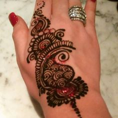 Great drinks, amazing atmosphere and beautiful #henna tattoos. Only at the SomruS #ValentinesDay tasting party.