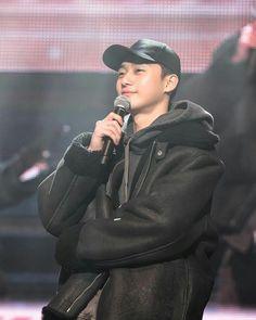 Handsome and nice jacket he got there too Park Hae Jin, Park Hyung, Korean Celebrities, Korean Actors, Beautiful Boys, Pretty Boys, Dramas, Baek Jin Hee, Oppa Gangnam Style
