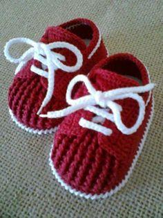 How to Crochet Cuffed Baby Booties - Crochet Ideas Crochet Baby Clothes, Crochet Baby Shoes, Love Crochet, Crochet For Kids, Knit Crochet, Crochet Converse, Modern Crochet, Booties Crochet, Crochet Slippers