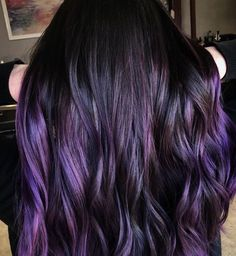Blackberry Hair is The Unexpected Spring Hair Color Trend Blackberry Hair is the Unexpected Spring Hair Color Trend purple hair balayage Dark Purple Hair Color, Ombre Hair Color, Cool Hair Color, Dark Plum Hair, Dark Violet Hair, Color Blue, Violet Hair Colors, Color Pen, Peach Hair