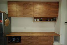 クルミを使った古材風セパレート食器棚