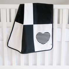 Black And White Nursery Ideas: Loving this black and white baby blanket with the striped heart pattern! This would be perfect for a modern or gender neutral nursery theme. White Nursery, Nursery Neutral, Girl Nursery, Nursery Themes, Nursery Ideas, Nursery Decor, Baby Tummy Time, Modern Baby Bedding, Black And White Baby