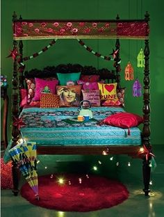 Indian ethenic style for bedroom Via An Indian Summer: Elle Decor India - Collector's Copy. Bohemian Interior, Bohemian Decor, Boho Chic, Shabby Chic, Bohemian Bedrooms, Bohemian Style, Boho Gypsy, Bohemian Pillows, Gypsy Style