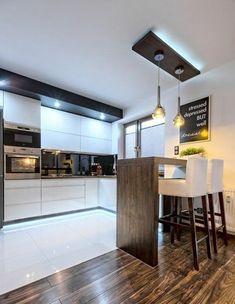 Zabudowa kuchenna wykonana z MDF lakierowanego na wysoki połysk z uchwytami frezowanymi typu ART. Kitchen Dinning, Living Room Kitchen, New Kitchen, Kitchen Decor, Kitchen Ideas, Modern Kitchen Interiors, Modern Kitchen Design, Interior Design Kitchen, Best Kitchen Designs