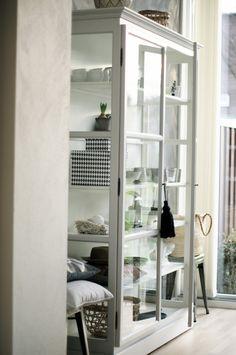 till mitt vardagsrum svart/vitt eller vitt eller grått?