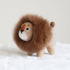 Design: Needle felted Animal Cutelion In Stock:2-4 days for processing Include: Only The Needle Feltinglion Color: Brownfee & White Material: Felt Wool (100% merino wool), Plastic Eyes, Love Size: 8cm(H)...