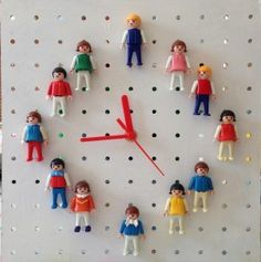 DIY vintage Playmobil clock - pegboard and so many possibilities Play Mobile, Deco Kids, Diy Clock, Clock Ideas, Old Toys, Legos, Diy For Kids, Diy And Crafts, Kids Room
