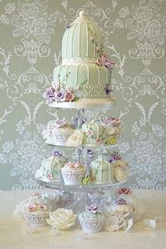 Birdcage cake with cupcakes. Suited to outdoor - garden tea party style Gorgeous Cakes, Pretty Cakes, Cute Cakes, Amazing Cakes, Bird Cage Cake, Shabby Chic Cakes, Wedding Cupcakes, Wedding Cake, Elegant Cakes