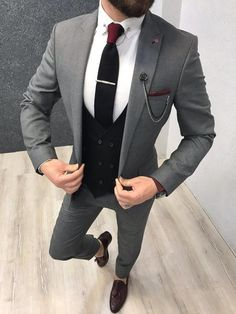 Product : Kingston Ice Blue Slim Fit Suit Color code : Ice Blue Size : Suit material: Wool, Royal, LycaMachine washable : No Fitting : Regular Slim-fit Remarks: Dry Cleaning Only Shipping Metod : DHL Size ( 48 Size ( 50 Size ( - 52 Size ( 85 Grey Slim Fit Suit, Grey Suit Men, Grey Suits, Mens Fashion Suits, Mens Suits, Grey Suit Combinations, Designer Suits For Men, Fitted Suit, Ideias Fashion