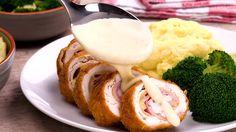 A csirkemellre sajtot tett, majd befedte sonkával és feltekerte, elképesztő finomság lett belőle! - Bidista.com - A TippLista!