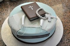 First Communion Cake! - Cake by DaisyCastelli Bible Cake, Baptism Cookies, First Communion Decorations, Confirmation Cakes, First Communion Cakes, Portuguese Desserts, Thin Mints, Cakes For Boys, Cupcake Cakes