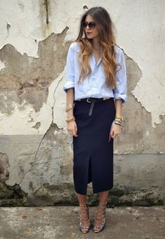 Loose fitting light blue oxford shirt, long navy pencil skirt and gold bangles = fabulous summer work outfit Style Work, Mode Style, Mode Outfits, Office Outfits, Office Attire, Club Outfits, Office Fashion, Work Fashion, Street Fashion