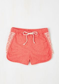 Laid-back in the Day Shorts in Pink. All your favorite recollections are marked with a carefree attitude - slip into these chilled-out coral-pink shorts and make more fun memories! Cute Girl Outfits, Pretty Outfits, Summer Outfits, Clothes For Women In 20's, Vintage Shorts, Short Girls, Models, Passion For Fashion, Rompers