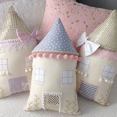 20 Ideas baby girl diy toys fabrics for 2019 Fabric Toys, Fabric Houses, Fabric Crafts, Cute Pillows, Baby Pillows, Throw Pillows, Sewing Toys, Baby Sewing, Pillow Crafts