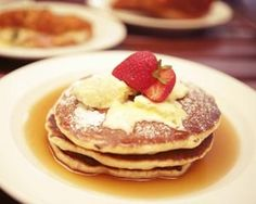 Caramelised banana pancakes come served with vanilla mascarpone, it makes for a decadent dessert or great weekend breakfast Christmas Pancakes, Christmas Treats, Christmas Recipes, Christmas Dinners, Christmas Goodies, Christmas Time, Paleo Breakfast, Breakfast Recipes, Breakfast Ideas