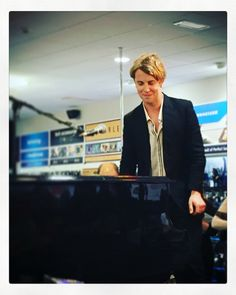 Tom Odell Tom Peters, Tom Odell, Another Love, Alex Turner, Extended Play, Famous People, Bae, Mystery, Toms