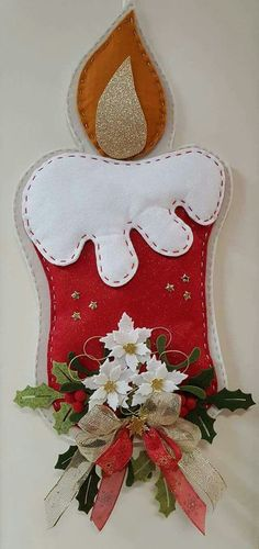 Vela navidad fieltro Handmade Christmas Decorations, Felt Decorations, Felt Christmas Ornaments, Christmas Art, Christmas Projects, Christmas Stockings, Christmas Holidays, Felt Crafts, Holiday Crafts