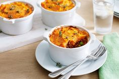 For a hearty family meal make this delicious cottage pie with sweet potato mash. Cooking For A Crowd, Cooking Tips, Cooking Recipes, Cooking Sweet Potatoes, Mashed Sweet Potatoes, Mince Recipes, Low Carb Recipes, Frozen Potatoes, Mash Recipe