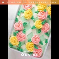Easy As Sheet Cake: Buttercream Lattice Sheet Cake Einfach als Blechkuchen: Buttercreme-Gitterblechkuchen Cake Icing, Eat Cake, Buttercream Frosting, Cupcake Frosting, Frosting Flowers, Cake Decorating Tips, Cookie Decorating, Food Cakes, Cupcake Cakes