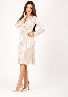 Rochie MOZE petrecuta cu fusta creata dintr-un material plisat cu auriu Lungimea produsului la marimea 42 este de 102 cm White Dress, Dresses, Fashion, Dress, White Dress Outfit, Fashion Styles, Fashion Illustrations, Gown, Trendy Fashion