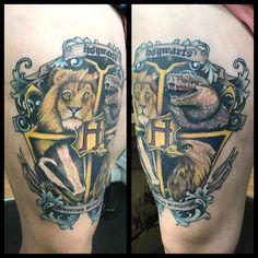 My new thigh harry potter tattoo! Harry Potter Crest, Harry Potter Tattoos, Harry Potter Drawings, Harry Potter Fan Art, Harry Potter Hogwarts, Hogwarts Tattoo, Hogwarts Crest, Hogwarts Houses, Slytherin