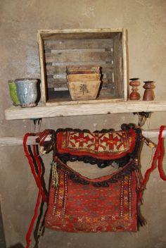da spazio Christine Pennemann Courmayeur sacca Nepal,ciotole cinesi vasetti provenzali,cassetta birra