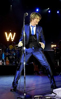 it was a similar moment to this that David Bowie may have impregnated me with his gaze on the Heathen tour