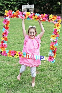 Make a wooden frame and with the help of a hot glue gun stick as many artificial hibiscus flowers as you can from a bunch of leis. The more flowers you use the better it will look. Don't forget to mix the colors around the frame for a multicolored frame. See more party ideas and share yours at CatchMyParty.com Luau Theme Party, Hawaiian Luau Party, Moana Birthday Party, Moana Party, Summer Birthday, Party Themes, Party Ideas, Hawaiian Photo Booth, Tropical Party Foods
