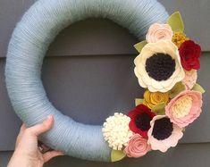Items similar to Spring wreath, neutral wreath, modern spring wreath, summer wreath, pink & white wreath, yarn wreath, felt flower wreath, wedding decor on Etsy