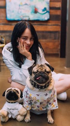 Billie Elish and Dogs Billie Eilish, Kpop, Queen, Me As A Girlfriend, My Idol, Singer, Celebs, Diy Decoration, Wallpapers