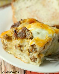 Simple and Delicius Egg Biscuit Casserole filled with Sausage, cheese and eggs. { lilluna.com }