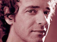 """""""No quise escribir sobre un mito"""", afirma el autor de la biografía de Gustavo Cerati http://befamouss.forumfree.it/?t=71241451"""