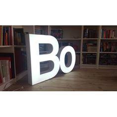 Facadebogstaver med lys, superfede. 122 cm bred og 78 cm