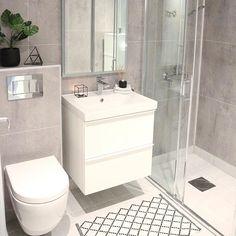 10 tips voor jouw ideale badkamer – Makeover.nl Source by anakanouk Bathroom Toilets, Bathroom Renos, Bathroom Furniture, Bathroom Cabinets, Downstairs Bathroom, Bathroom Inspo, Small Bathroom, Berry Alloc, Toilet Decoration