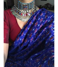 Super Fashion Tips For Women Over 50 Outfit Ideas Ideas Trendy Sarees, Stylish Sarees, Simple Sarees, Indian Attire, Indian Wear, Indian Outfits, Saree Wearing Styles, Saree Styles, Saree Jewellery