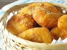 Nasi Lemak Lover: Ham Chim Peng (Chinese Doughnut) with glutinous rice & Nam Yue 咸煎饼 Sweet Recipes, Snack Recipes, Dessert Recipes, Cooking Recipes, Bread Recipes, Breakfast Recipes, Malaysian Dessert, Malaysian Food, Malaysian Recipes