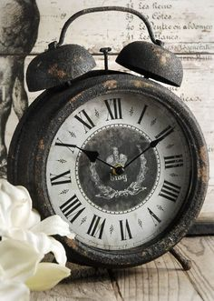 #vintage #table #clock