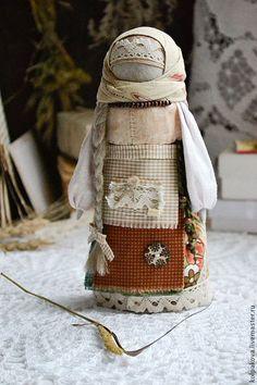 Купить или заказать куколка-оберег На выданье 'Пшеничная'. в интернет-магазине на Ярмарке Мастеров. Куколка помогает найти свою вторую половинку. Одежда в славянской традиции цвета зрелой пшеницы,отсюда и название.Коса куколки из натурального льна напоминает колосок пшеницы. Такую куколку в старину делали девушки,'созревшие' для замужества,ставили на окошко-женихов встречать. Для Вас,с любовью!