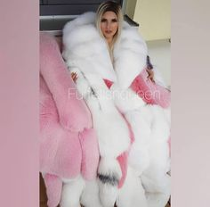Furry good morning🤗 Next week I will be able to do custom clips again, if you have a request DM📩 Fur Fashion, Pink Fashion, Womens Fashion, Fur Cape, Cape Coat, Gros Pull Mohair, Videos Instagram, Fabulous Fox, Fur Stole