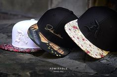 Qual escolheria?  #‎cap‬ ‪#‎snapback‬ ‪#‎strapback‬ ‪#‎bones‬ ‪#‎abareta‬ Apostolic Fashion, Apostolic Style, Head Sock, Fit Body Boot Camp, Hats For Big Heads, Superman, Casual Steampunk, Snapback Caps, Flat Bill Hats
