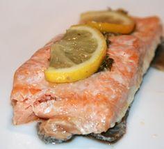 Очень простой рецепт вкусной рыбы:) Надо: (На 4 порции) 4 кусочка филе лосося 50-60 гр сливочного масла (слегка размягченного) Цедра одного лимона (мелко натереть) 3 ст л…